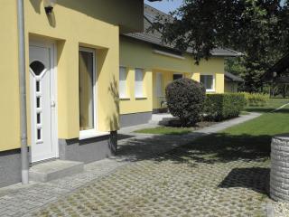 Privatzimmer 3 im Ferienhaus-Donau - Central Transdanubia vacation rentals