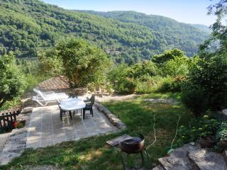 Garden apartment in the Ardèche Valley with heating, terrace, BBQ, WiFi & mountain views - Thueyts vacation rentals
