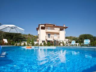 Ai-Yiannis complex - Nikiti vacation rentals