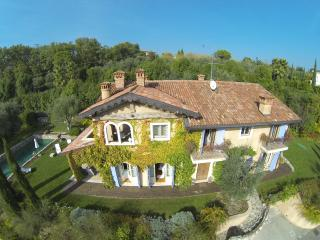 LA CRIOLDA Charme & Luxury VILLA - San Felice del Benaco vacation rentals