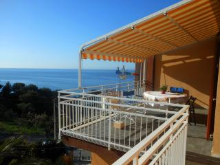 CA' STELLA apartment with garden near the sea - Cipressa vacation rentals