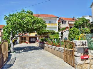 TH00504 Apartment Janja / Four bedrooms A1 - Brodarica vacation rentals