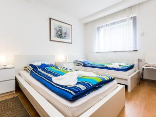 32 Holiday house Cologne Buchheim with four rooms - Cologne vacation rentals