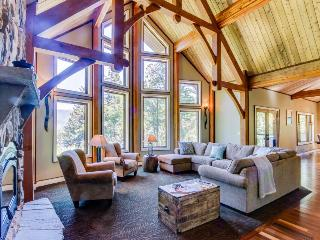 Secluded home w/Columbia &  Multnomah Falls views! Hot tub! - Washougal vacation rentals