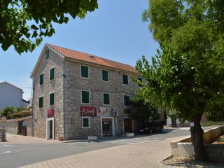 TH00507 Apartments Živana /Two bedrooms A2 - Vodice vacation rentals