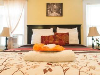 JFK Jupiter Suites w/ Parking - Queens vacation rentals