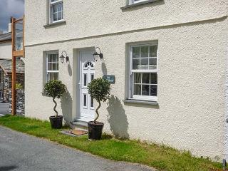 SADDLEBECK, pet-friendly ground floor apartment, en-suite, patio, next to inn, in Torver, Ref 921823 - Coniston vacation rentals