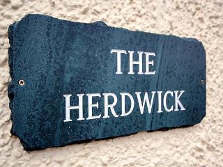 HERDWICK, en-suite, hot tub, woodburner, WiFi, flexible sleeping, Torver, Ref. 921822 - Coniston vacation rentals