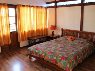 Deluxe room in Casa Cottage - Bangalore vacation rentals