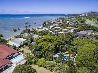 Spacious estate for 26, beachfront with pool in ideal Honolulu location - Honolulu vacation rentals