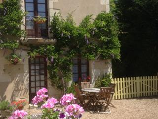 Fleurs de Glycine - Descartes vacation rentals