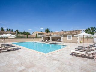 Le Mas des Oliviers ***** La Picholine 4p - Saint-Remy-de-Provence vacation rentals