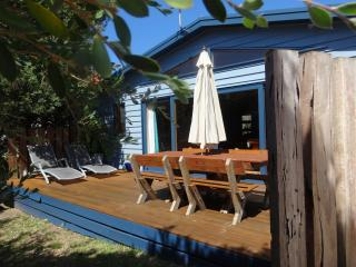 The Bothy, Sandy Point - 2 min walk to the beach - Sandy Point vacation rentals