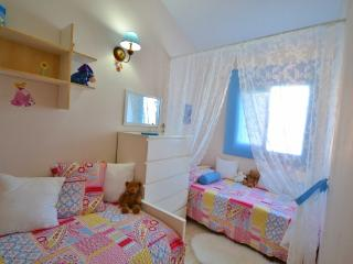 Cozy townhouse of 3 bedrooms. Wi-fi - Playa de Fanabe vacation rentals