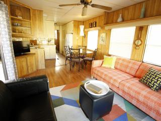 Mod mini house in a natural hot springs resort - Desert Hot Springs vacation rentals