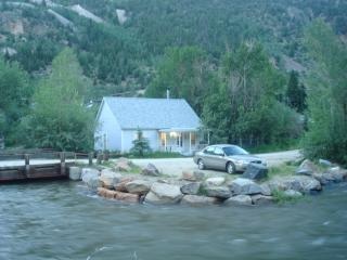 COTTAGE ON CLEAR CREEK; HOT SPRINGS/SKIING! - Silver Plume vacation rentals