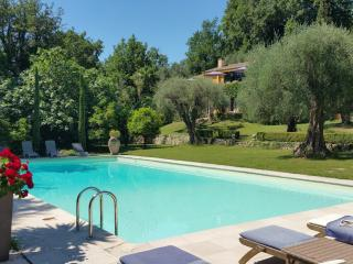 Gorgeous 5 Bedroom Villa - Interior Designer's Property-30 mins from Cannes - Le Bar-sur-Loup vacation rentals