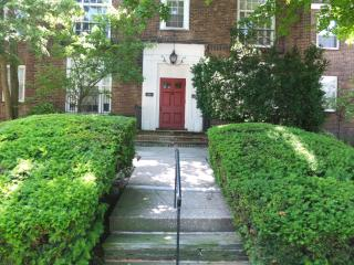 3 BR Shaker Sq. Apt. - Near Cleve. Clinic & Case - Shaker Heights vacation rentals