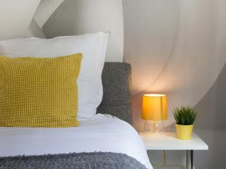 HelloYellow!SUPERB NEW WESTEND DESIGNHOUSE TUBE - London vacation rentals