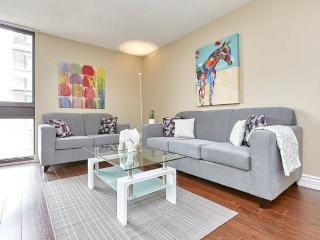 MODERN LUXURY furnished suite DOWNTOWN yorkville 8 - Toronto vacation rentals