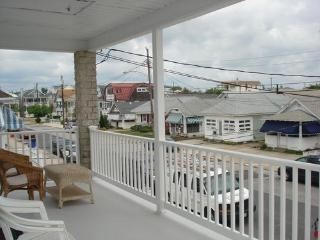 Beautifully renovated unit just steps to boards an - Ocean City vacation rentals