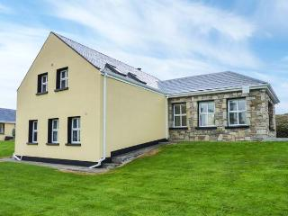 GRANNY MARY'S COTTAGE, detached, open fire, sea views from garden, near Achill Sount, Ref 922424 - Achill Sound vacation rentals