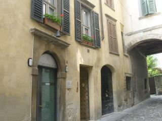 Dimora del riccio 2 apartment - Bergamo vacation rentals