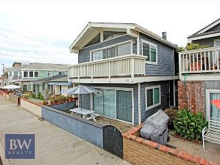 Fully remodeled and like new! View, nicely furnished, laundry, garage (68255) - Newport Beach vacation rentals