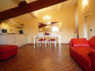 Bright 4 Bedroom Apartment in Duomo Area of Florence - Italy vacation rentals
