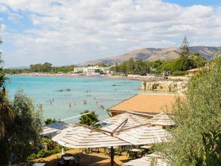 Villa La Rosina di Enzo ap. Giallo - Fontane Bianche vacation rentals