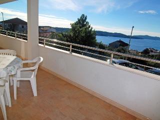 Cozy apartment, near the Copacabana beach 1309 - Okrug Gornji vacation rentals