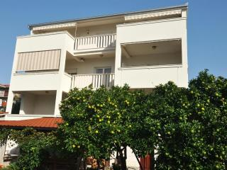 Sweet apartment next to the sea 5968 - Okrug Gornji vacation rentals