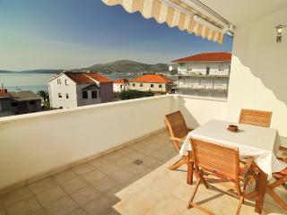 Cosy holiday apartment with stunning views 5967 - Okrug Gornji vacation rentals