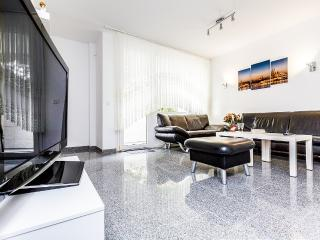 86 Modern apartment in Cologne Buchheim - Cologne vacation rentals
