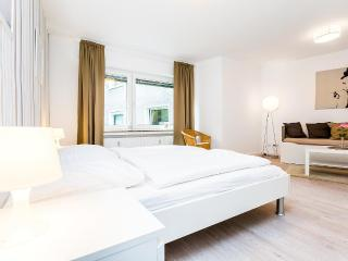 97 Modern Center apartment for 4 in Cologne Deutz - Cologne vacation rentals