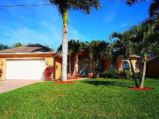 Chuka Villa - 5b/2ba SW Cape Coral Home, electric heated pool, Boat Dock with 7000 lb Lift, - Cape Coral vacation rentals