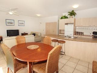 Unit 2, On The Park, Coolum Beach, $200 BOND - Coolum Beach vacation rentals