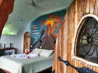 Leaves and Lizards Arenal Volcano Cabin Retreat - La Fortuna de San Carlos vacation rentals