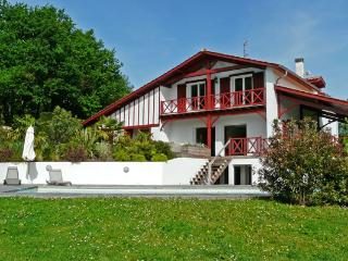 15 min from Biarritz, spacious contemporary villa with swimming pool. - Arcangues vacation rentals