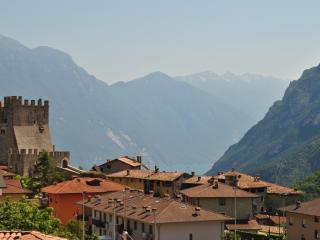 appartamento panoramico laghi Tenno e Garda - Tenno vacation rentals