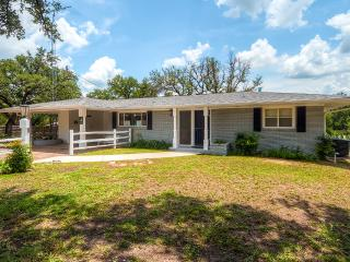 Buy 2 Nights, Get 1 FREE! Renovated Home Near Downtown Glen Rose w/ Screened Porch - Glen Rose vacation rentals