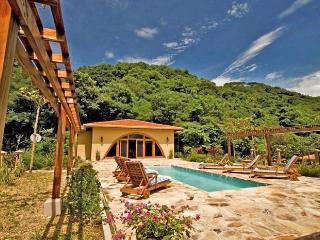 Villa Diecinueve, Sleeps 8 - Guanacaste National Park vacation rentals