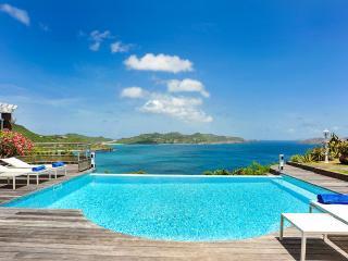 L'Abri Cotier, Sleeps 4 - Pointe Milou vacation rentals