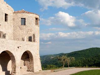 Castello Sant'Eurasia, Sleeps 16 - San Lorenzo di Trevi vacation rentals