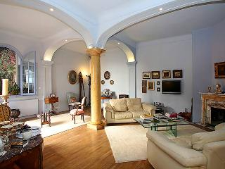 Villa Menton, Sleeps 9 - Menton vacation rentals