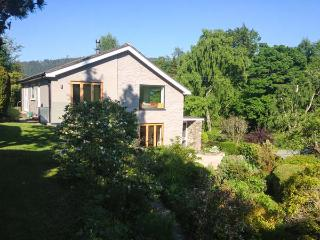 ERW NANT, architect-designed detached, woodburner, gardens, woodburner, WiFi, near Chirk, Ref 922947 - Chirk vacation rentals