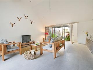 Villa Saya, Modern & minimalist 3BDR villa - Kerobokan vacation rentals