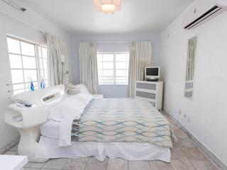 Deluxe Studio in the Heart of South Beach - Miami Beach vacation rentals