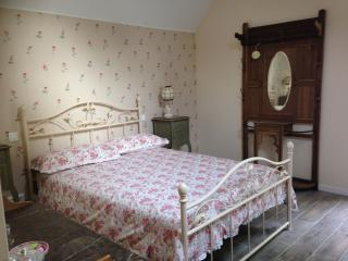 Just 1hr 15mins drive from Calais! Double Room (2) - Hesdin vacation rentals