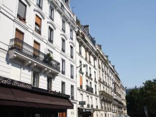 Relax with Park View Designer apt near Montmarte - Paris vacation rentals